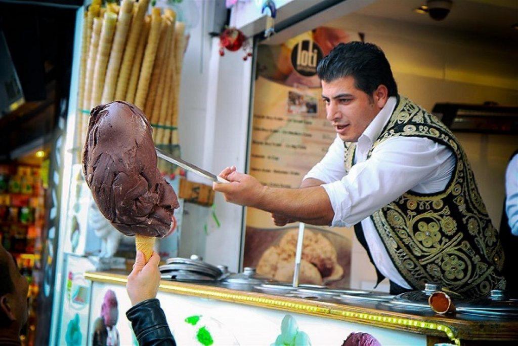 Thích thú với món kem chặt Maras Dondurma độc đáo của Thổ Nhĩ Kỳ